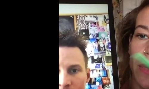 Dịch vụ cắt tóc qua FaceTime thời Covid-19